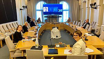 Koronakomiteen på Stortinget avga innstilling 20. april og flertallet gikk inn for å forlenge kriseloven i en måned. Komiteleder og stortingspresident Tone Wilhelmsen Trøen sitter nærmest i bildet.