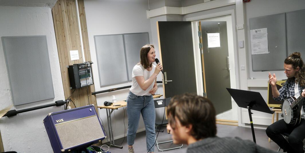 Endelig kan hun avslutte arbeidet med bacheloroppgaven sin. Inger-Katrin Kolvik Larsen går sisteår på populær musikk på Høyskolen Kristiania