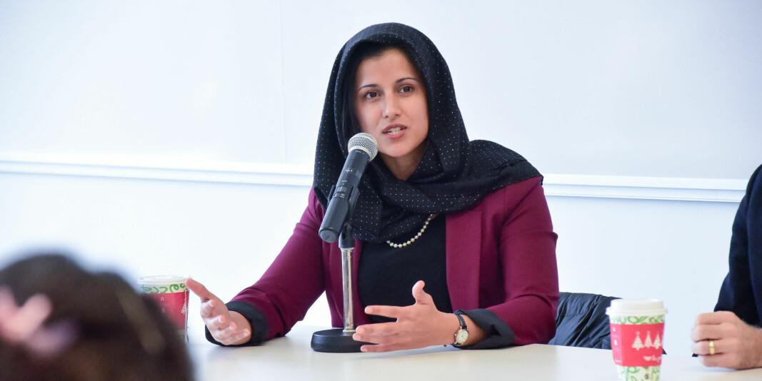 Aisha Ahmad jobber ved Universitetet i Toronto og forsker på krig og konflikt. Nå håper hun hennes egne erfaringer fra å overleve i konflikter, kan være til hjelp for forskerkollegaer rundt omkring i verden under koronakrisen.