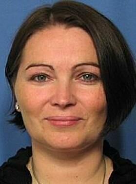 Fungerende assisterende direktør i Folkehelseinstituttet, Gun Peggy Knudsen, forsvarer at FHI ikke la oppdraget med smitteappen ut på anbud.