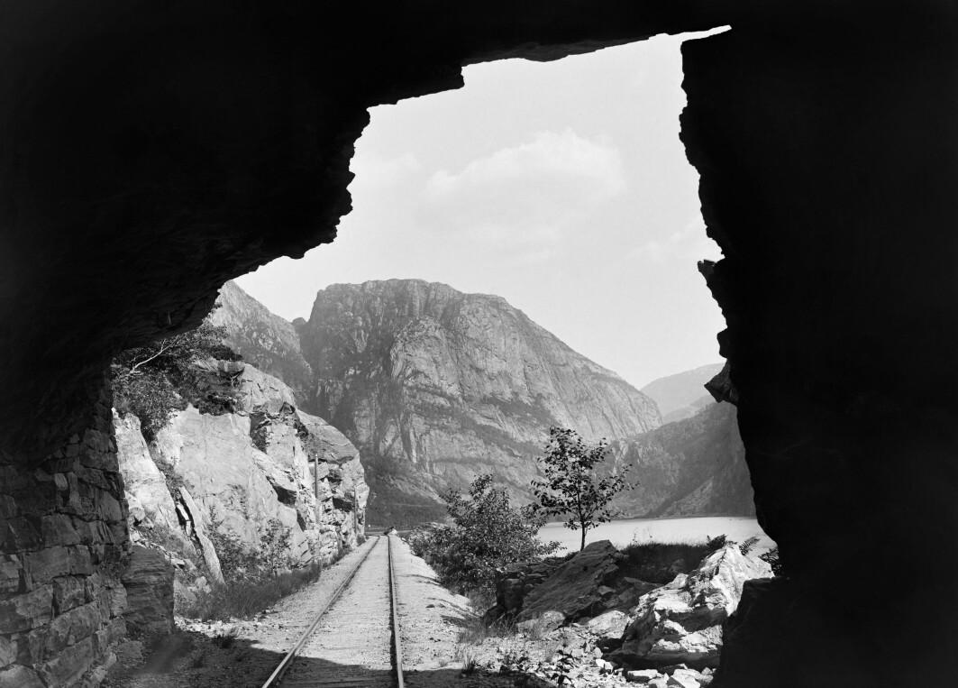 Knud Knudsen: «Parti mellem Stanghelle og Dale (Vossebanen)», fotografert i siste halvdel av 1880-årene.