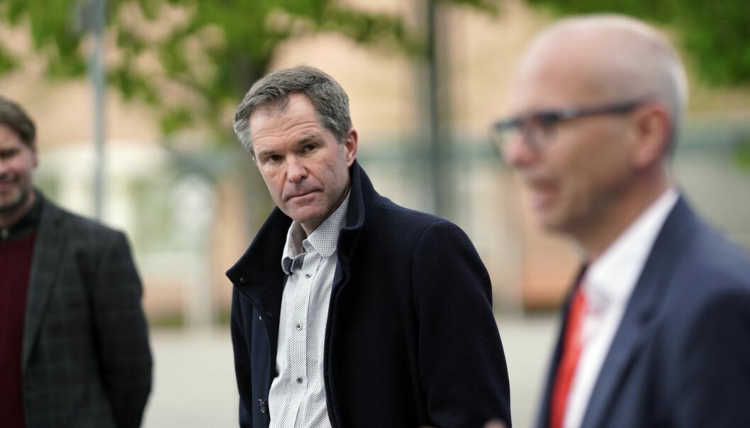 John-Arne Røttingen, adm. dir. i Forskningsrådet, blir beskyld for å snakke usant om koronamedisin.