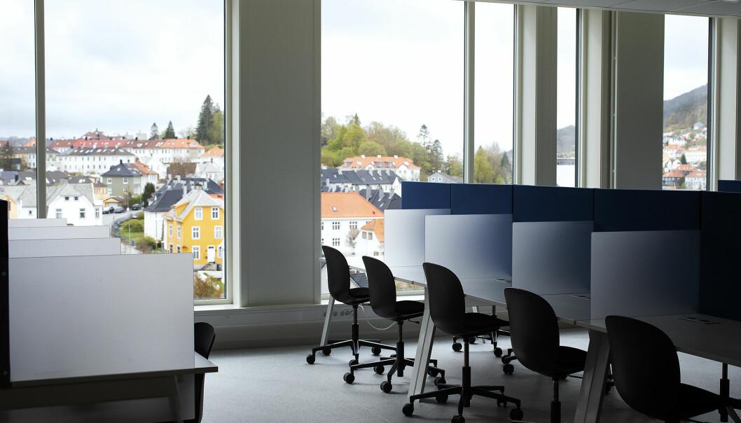 Det blir flere tomme stoler ved Høgskulen på Vestlandets lesesaler fremover.