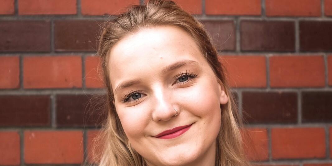 Anette Arneberg har ei bachelorgrad i samanliknande politikk. Vidare studium er inntil vidare sett på vent.
