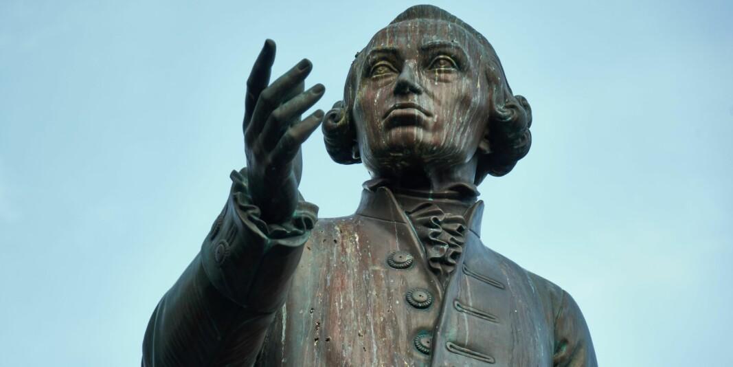 Tenkere som Aristoteles, Kant, Bentham, Hare og Rawls, for å nevne noen, opererte ikke løsrevet fra allmenmoralen, men hvor ville allmenmoralen vært i dag uten bidragene fra disse og andre etikere, spør innleggsforfatteren. På bildet en statue av Immanuel Kant fremfor universitetet i Kaliningrad i Russland.
