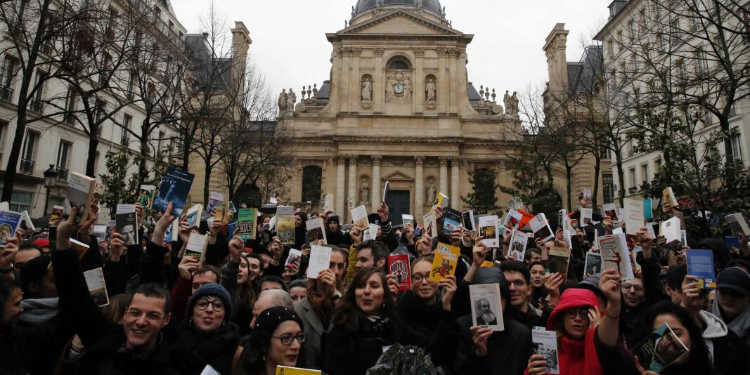 Studenter og universitetsansatte demonstrerer mot budsjettkutt til universitetene utenfor Sorbonne i Paris, kort tid før campusene ble stengt på grunn av Covid-19. Nå kan ytterligere kutt vente for europeiske universiteter.