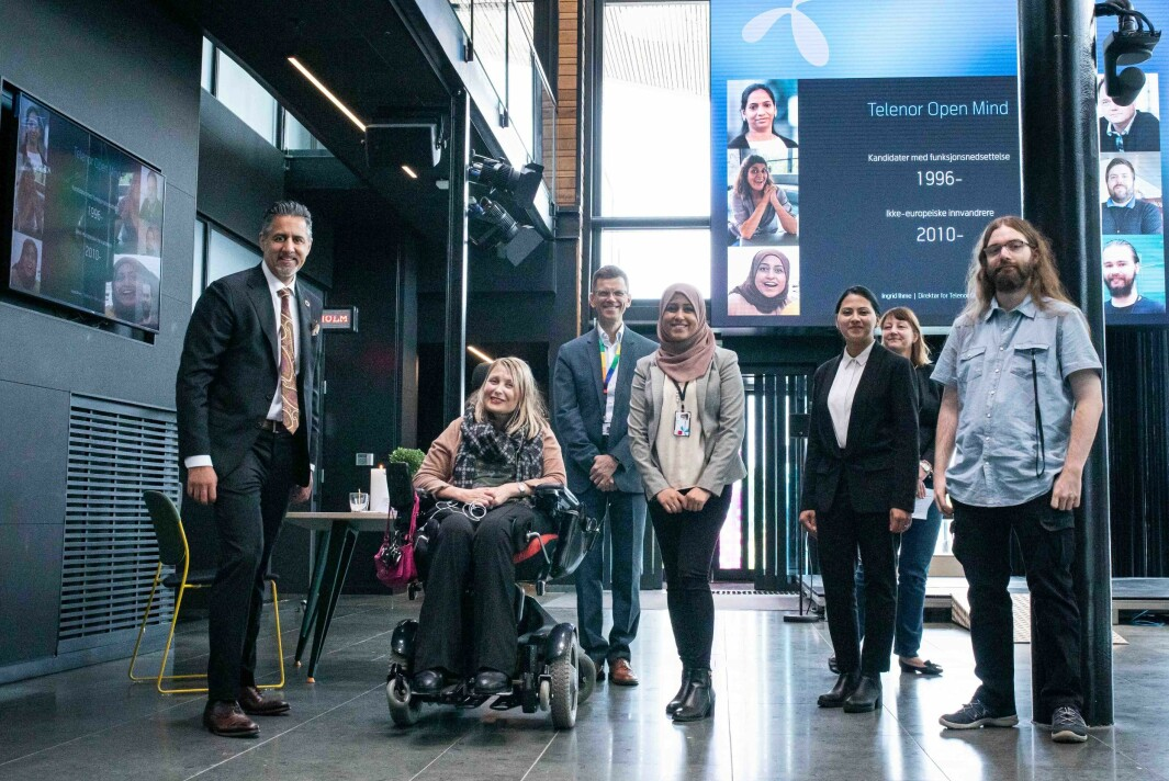 Kulturminister Abid Raja, sammen med leder for Open Mind-prosjektet Ingrid Ihme, leder for Telenor Norge, Petter-Børre Furberg , Open Mind deltakerne Manal Asghar, Iffat Ahmed og Jon Magnus Grostad.