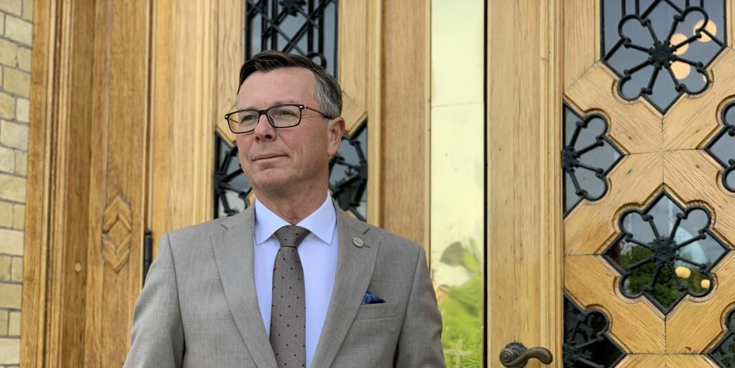 Dag Rune Olsen, rektor ved UiB og UHR-leder fremfor Stortinget.