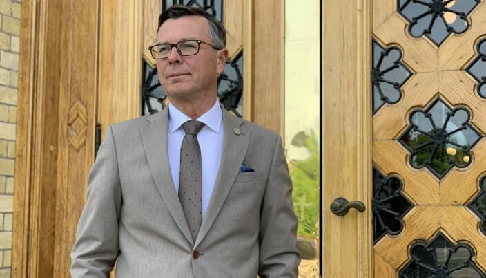 Leder for Universitets- og høgskolerådet, Dag Rune Olsen, mener Storberget driver med rolleblanding i måten han engasjererer seg i Høgskolen i Innlandets søknadsprosess om å få universitetsstatus.