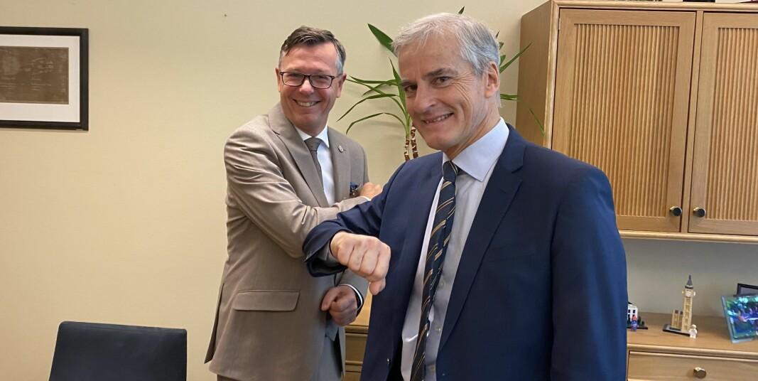 Dag Rune Olsen, leder for Universitets- og høgskolerådet i møte med Arbeiderparti-leder Jonas Gahr Støre på Stortinget onsdag. Krav om arbeidsrelevante studier var et av temaene.