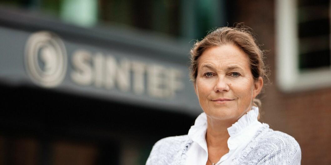 Sintef-sjef Alexandra Bech Gjørv bruker penger fra krisepakken til å få fem forskere på Raufoss tilbake fra permittering.