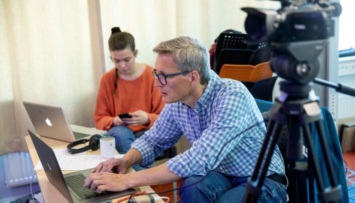 Tord Rø og Maria Krog styrer teknikken.