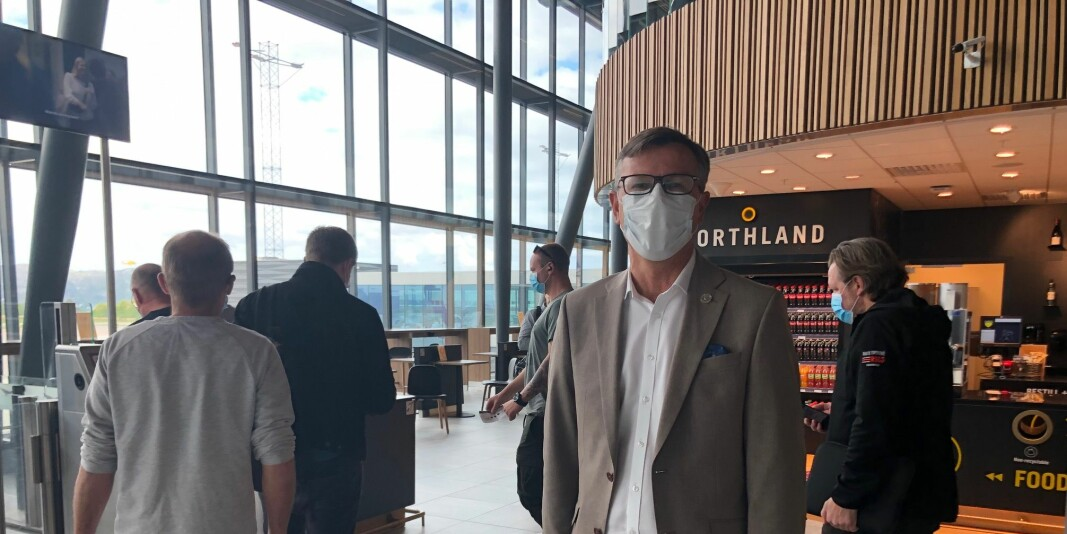 Leder av universitets- og høgskolerådet krever en koronamilliard til sektoren. Bildet er tatt på Flesland, onsdag, da Dag Rune Olsen var på vei fra Bergen til Oslo.
