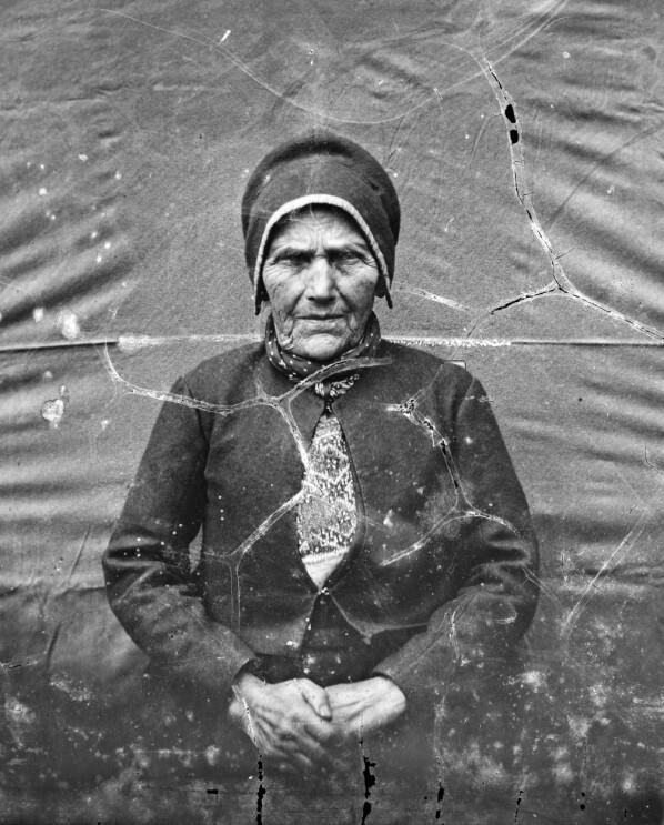 Knudsen fotograferte dette fabelaktige portrettet av bestemora si, Marta Amundsdtr. Rabbe (1784-1870), ein gong i løpet av 1860-åra. Ubb-kk-nsx-0591.