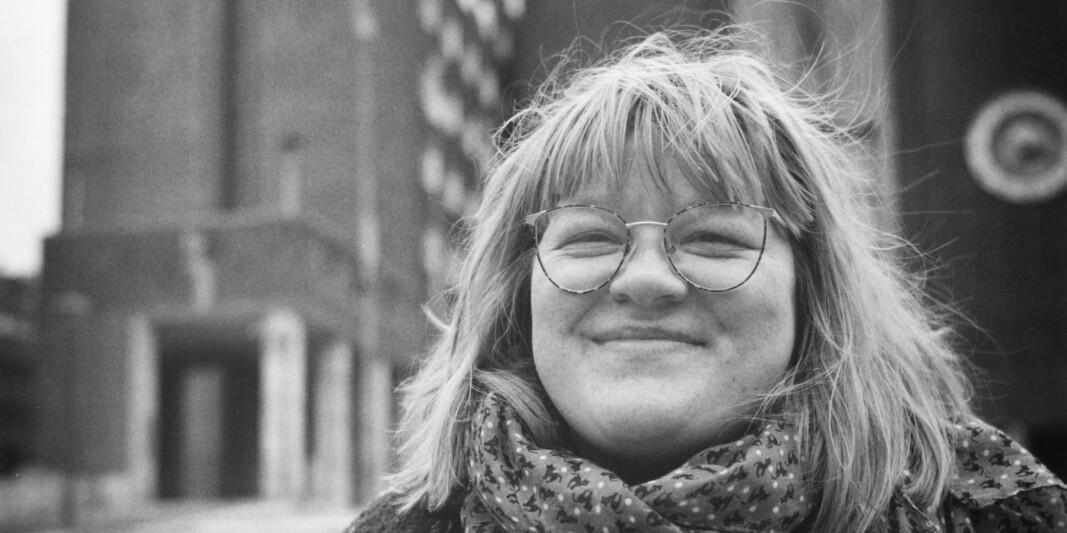 Camilla Holm sier stipendiater landet over opplever stor frustrasjon rundt ordningene som skulle sørge for kompensasjon som følge av tapt arbeidstid i koronapandemien.
