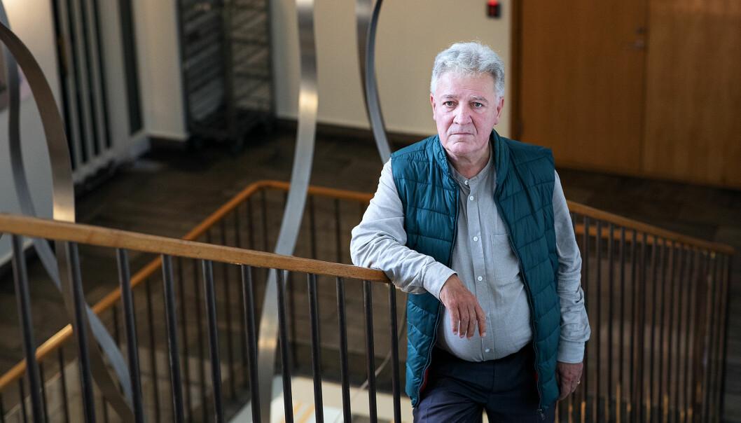 — Jeg ser at dekan Bente Wold har sagt at de burde håndtert den ansatte annerledes, men hun har ikke sagt noe om hvordan, sier professor Svein Larsen.