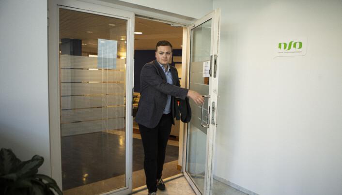 Eit sjeldant besøk på kontoret. Andreas Trohjell flytta til Oslo og stillinga som leiar i NSO i sommar, men har site mykje på heimekontor.