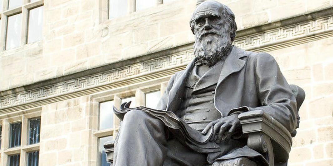 Charles Darwin vart svært viktig for biologane som kom etter han. Men ikkje er samde i hans evolusjonsteori som forklarar korleis artar har utvikla seg.