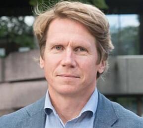 Dekan, og professor i nordisk litteratur, Jørgen Sejersted, tek gjerne imot Forskingsrådet. Språkrådet vil han ha i Oslo.