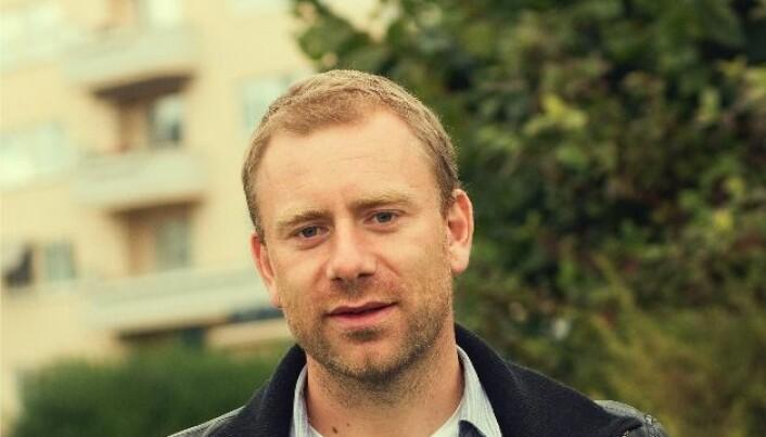 Trond Arntzen underviser bachelorstudentar på programmet litteratur, film og teater. Han har skrive manus til fleire filmar.