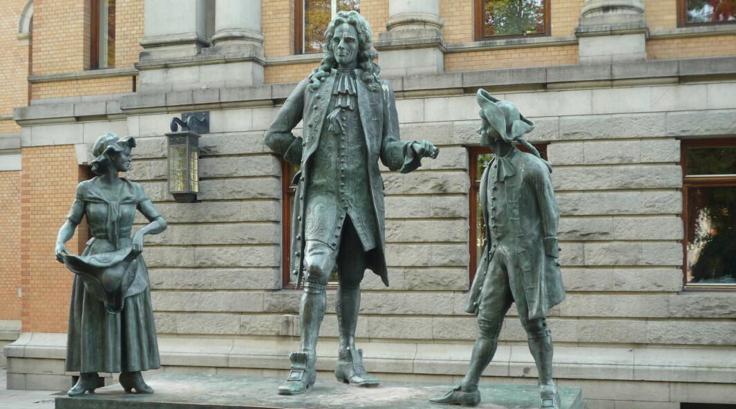 Holberg-statuen ved Nationalteateret i Oslo laget av Dyre Vaa og satt opp i 1939.