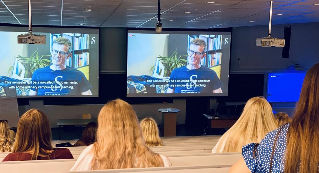 Her sveiver rektor ved Universitetet i Stavanger, Klaus Mohn, i gang studieåret 2020/2021 på digitalt vis. Den hurtig voksende digitaliseringen vi har opplevd under koronapandemien vil nok påvirke oss også etter pandemien, men hvordan jobber UH-sektoren for å gå fremtiden i møte?