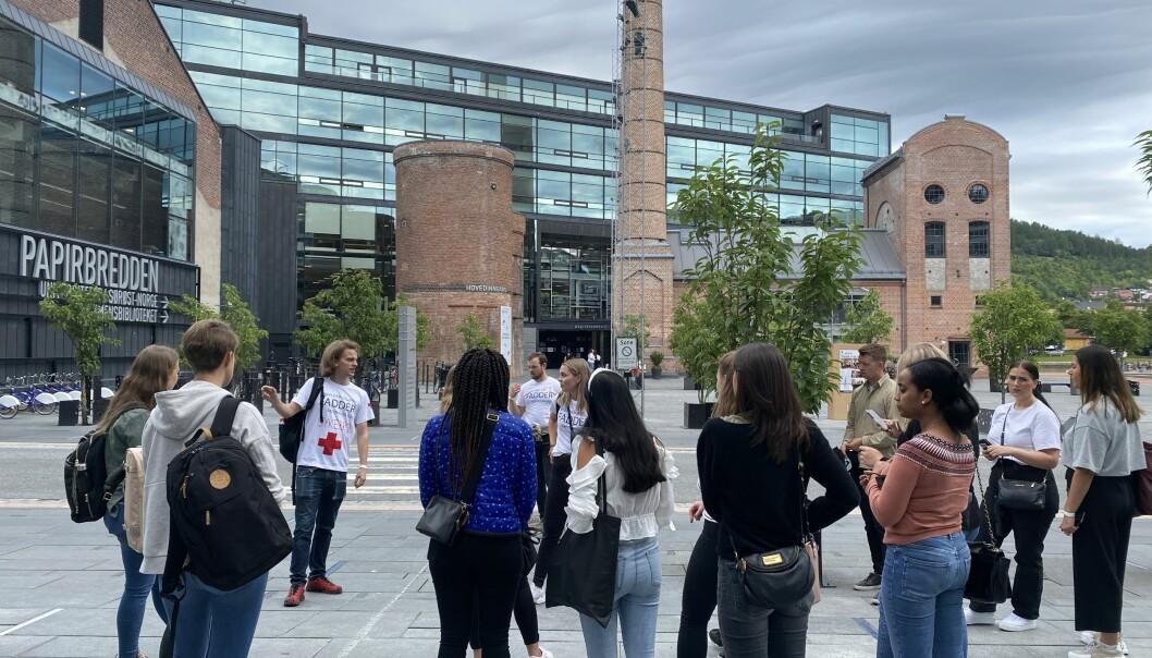 Når studentmassen endrer seg så må vi også tilpasse oss mottakeren, skriver Steinar Vikholt. Her er et knippe studenter ved USN campus Drammen samlet i forbindelse med studiestarten 2020.