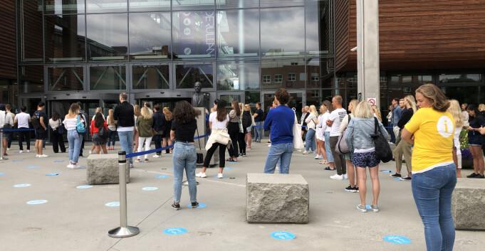 Studentbar stengt etter to timer