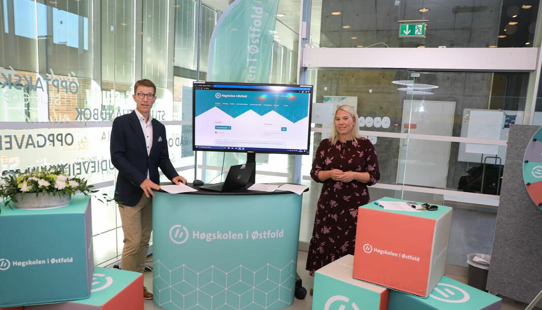 Informasjonssjef Tore Petter Engen sammen med Anniken Marie Hansen, leder for høgskolens studenttjenester, ved studiestart 2020. Engen forteller om utfordringer knyttet til mulig dataangrep.