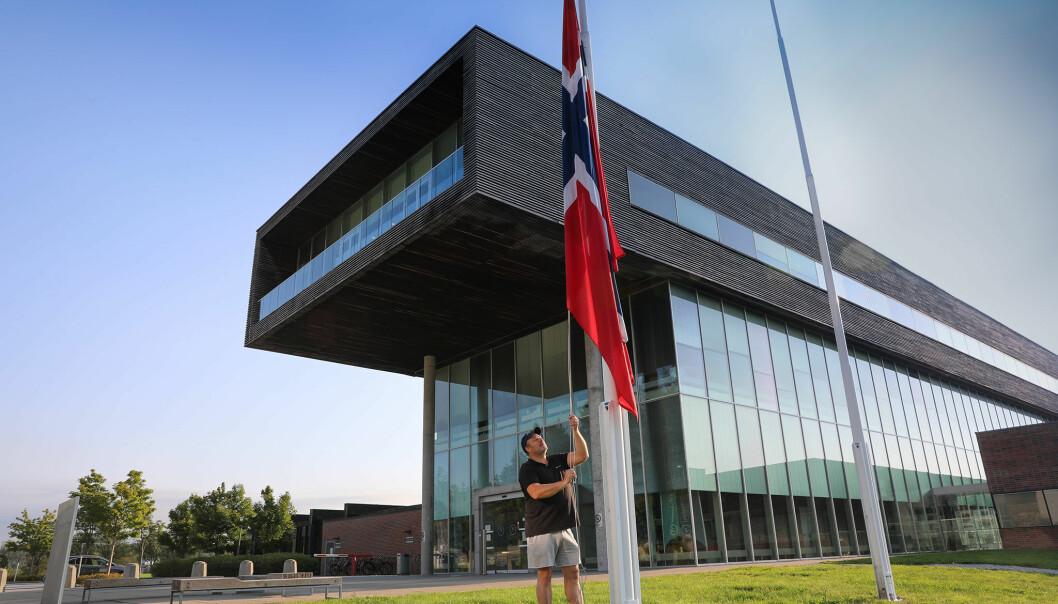 Høgskolen i Østfold får to campus med ulike regler etter at campus i Halden nå kan åpnes for gitt grupper. Fortsatt vil campus være stengt i Fredrikstad.