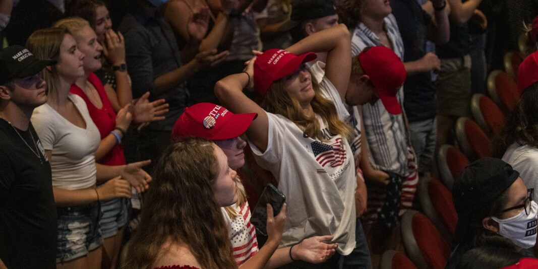 Donald Trump snakker for Students for Trump i Phoenix, Arizona, 23. juni. En fersk måling viser at det store flertallet av studentene ikke vil gi Trump fire nye år.
