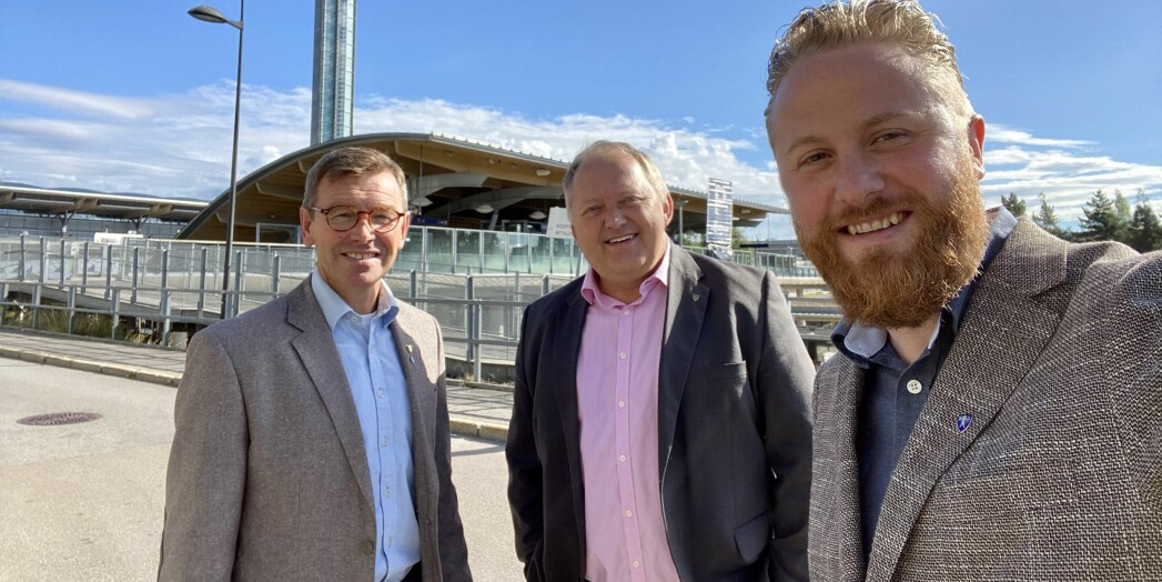 Trioen som ønsker Gardermoregionen som lokasjon for ny OsloMet-campus. F.v. Paul Johan Moltzau, styreleder i Gardermoregionen og ordfører i Hurdal, John-Erik Vika, ordfører i Eidsvoll og ordfører i Ullensaker, Eyvind Jørgensen Schumacherordfører.