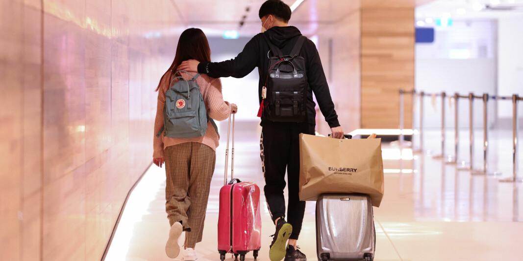 To internasjonale studenter fra Kina på Kingsford Smith International Airport i Sydney, Australia, tidligere i august. Australske universiteter er avhengige av internasjonale studenter og rammes hardt av covid-19.
