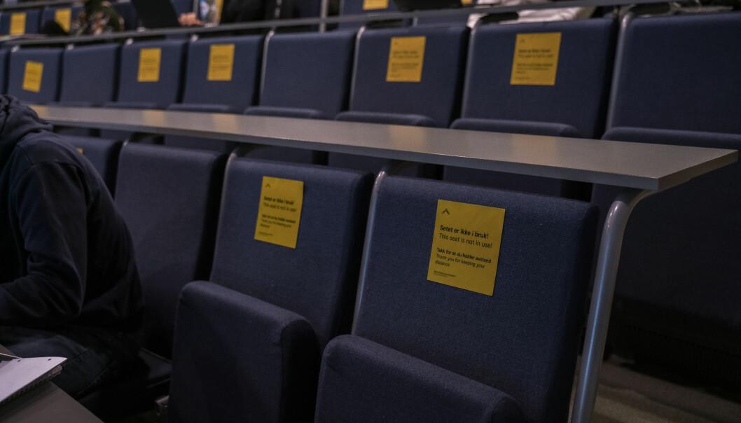 Auditoriene tømmes, mange skal undervises digitalt - verken forelesere eller studenter er særlige fornøyde med situasjonen.