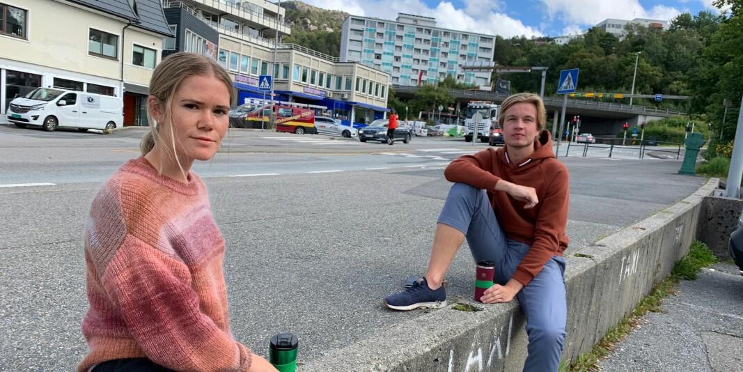 Anna Iden (25) og Vetle Lunde (24) går siste år på masterstudiet ved Norges Handelshøyskole. — En kjip inngang på siste året, men det er viktig at skolen får kontroll på smitten, sier de to.