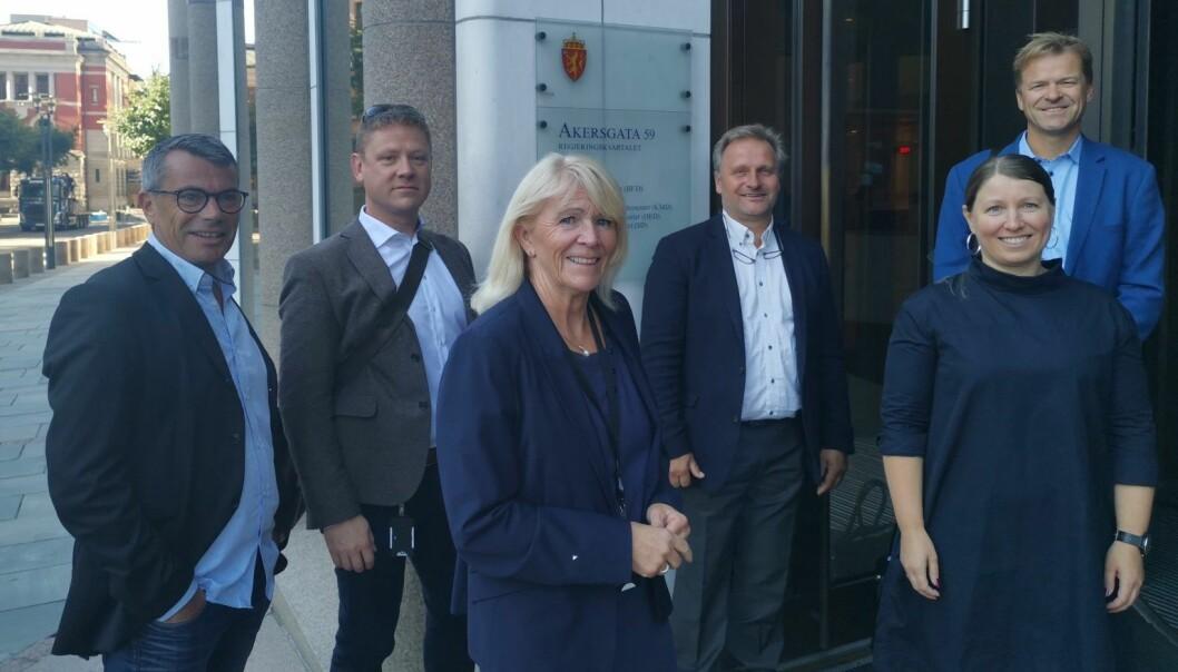 Lønnsforhandlingene i staten startet tirsdag. Dette er Unios delegasjon, fra venstre: Atle Gullestad (Unio), Roar Fosse (Politiets Fellesorganisasjon), Jorunn Solgaard (Forskerforbundet), Klemet Rønning-Aaby (Unio), Guro Elisabeth Lind (Forskerforbundet/forhandlingsleder Unio) og Sigve Bolstad (Unio).