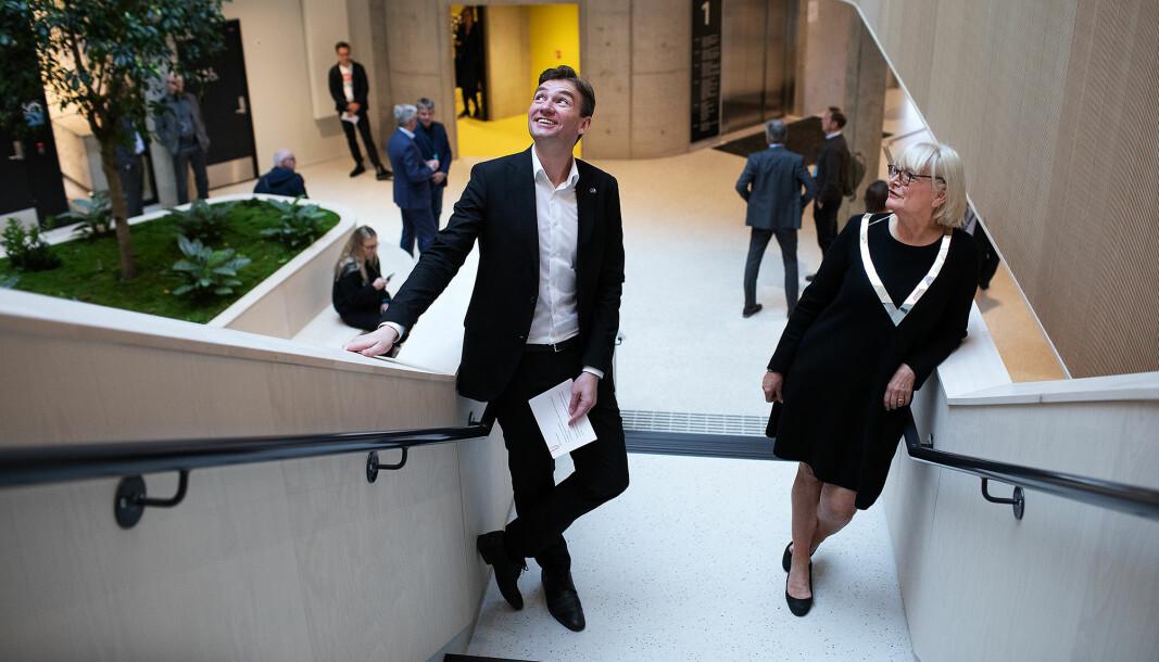 Rektor Berit Rokne sammen med statsråd Henrik Asheim i september 2020. Anledningen er åpningen av Kronstad 2, høgskolens nybygg i Bergen. Et bygg som har vært gjenstand for en rekke debatter.