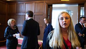 Statsråd Henrik Asheim møtte studentar i Bergen for å høyra deira røynsler frå koronautbrotet. Her Lise-May Sæle frå NHH.