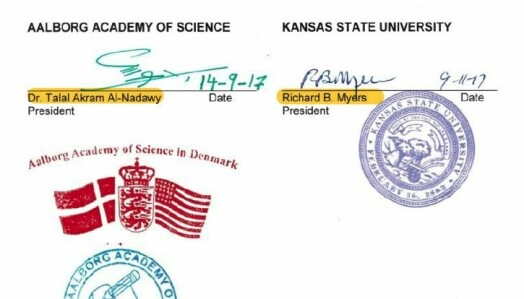 Signaturen til de to universitetspresidentene ved Aalborg-akademiet og Kansas State University.