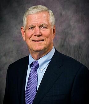 Rektor ved Kansas State University, Richard Myers signerte grunnleggende avtale med et akademi i Aalborg.