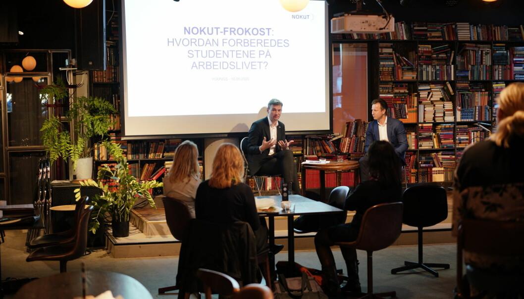 Nokut diskuterer arbeidslivsrelevans. Forsknings- og høyrere utdanningsminister, Henrik Asheim, deltar.