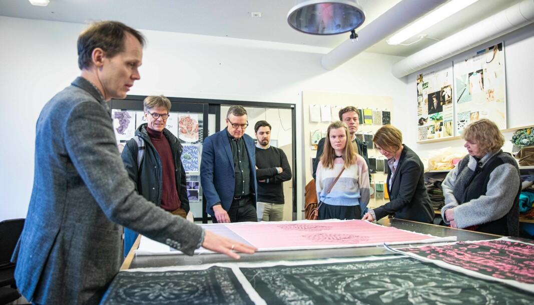 Universitetsstyret ved OsloMet på omvisning på OsloMets campus Kjeller, på Romeriket. Styret lytter ikke til innspill, mener innleggsforfatterne.