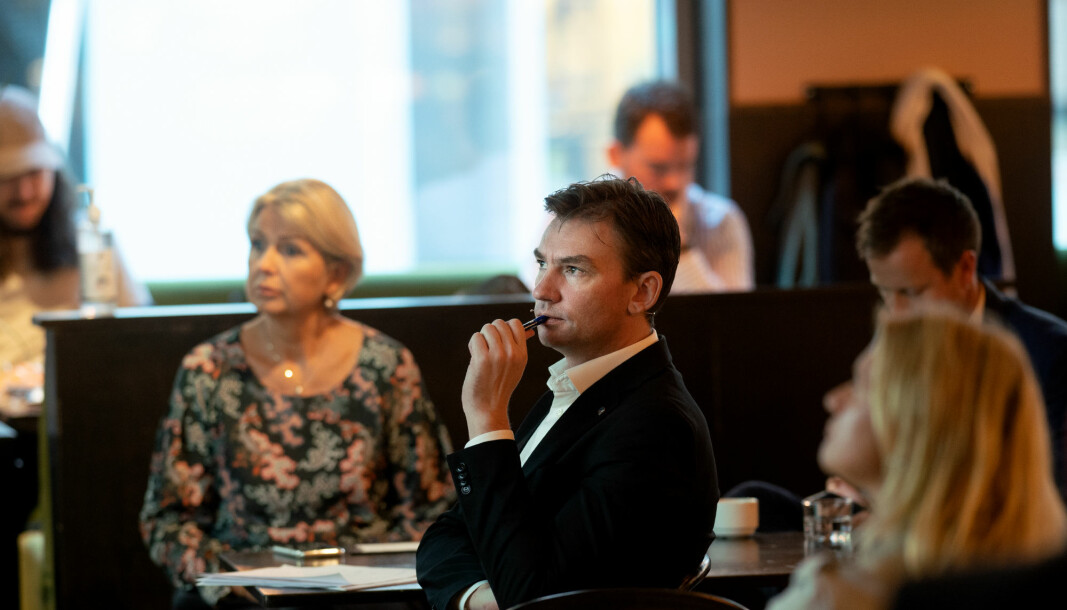 Forsknings- og høyere utdanningsminister Henrik Asheim heier på fagskolene, her på et tidligere frokostmøte sammen med Nokut-direktør Kristin Vinje.