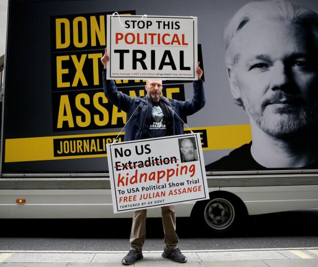 Akademikarar i bresjen for Assange: — Rettssak kan få følgjer for den frie forskinga