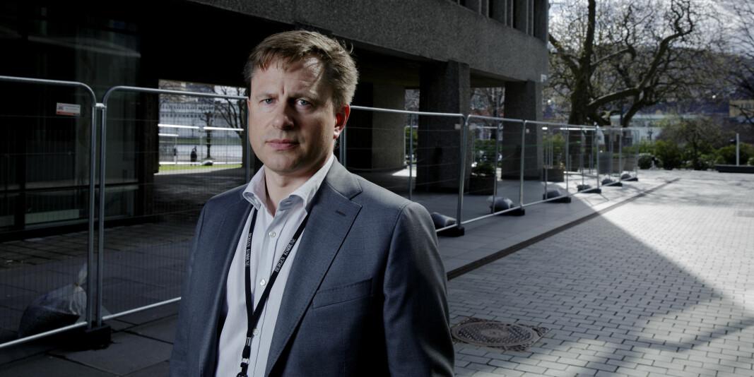 Universitetsstyret ved UiB vedtok einstemmig å tilsetja Robert Rastad som ny universitetsdirektør. Innkallinga vart lagt ut dagen før møtet skulle arrangerast.