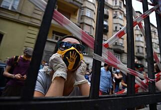 Ungarske studenter i protest mot Orban, med støtte fra Hollywood