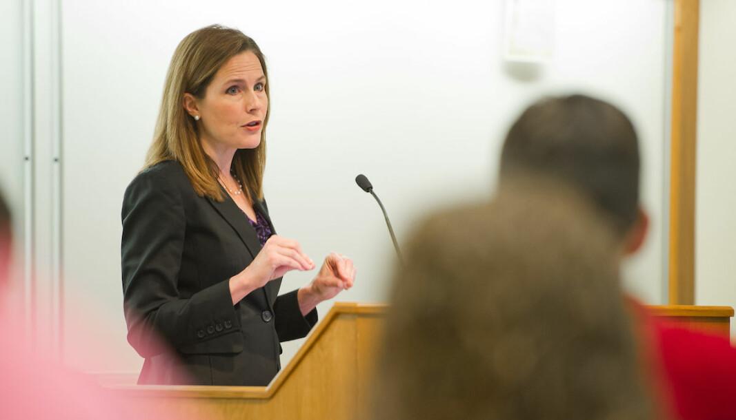 Amy Coney Barrett gikk ut fra Notre Dame Law School i 1997. Senere ble hun hentet tilbake og jobbet 15 år som jusprofessor ved det katolske universitetet.