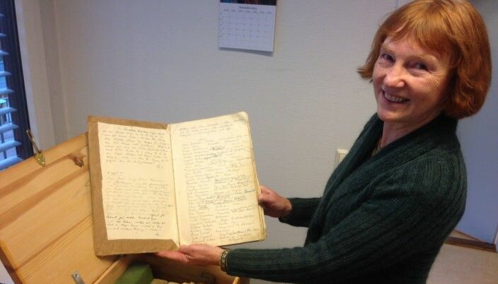 Bibliotekar Anne-Berit Gregersen reddet dagbøkene for ettertiden.