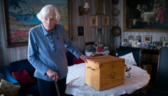 Jeia Børte døde i 2015 98 år gammel. Hun ble rørt til tårer da Khrono hadde med dagbøkene fra studiedagene hennes hjem til henne i 2013. Mange av bøkene og egne tekster hadde hun ikke sett eller lest på 60-70 år.