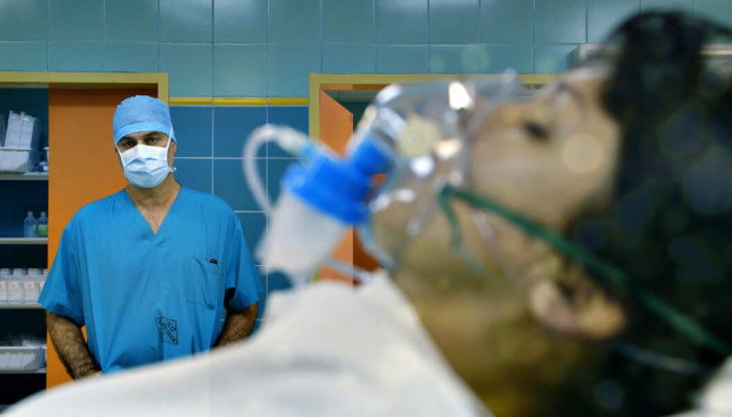 På en klinikk i Krasnodar i Russland fikk flere pasienter som ikke var livstruende syke, operert inn kunstige luftrør. En av dem var Julia Tuulik. (Foto: Conan Fitzpatrick, «Dokument inifrån: Experimenten»/SVT Play)